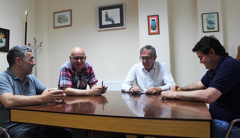 Despois da sinatura do contrato celebrouse unha primeira xuntanza de traballo