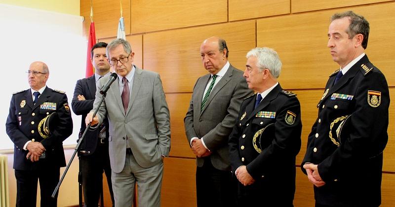 O acto oficial de inauguración tivo lugar no salón de plenos, antes da visita ás dependencias policiais
