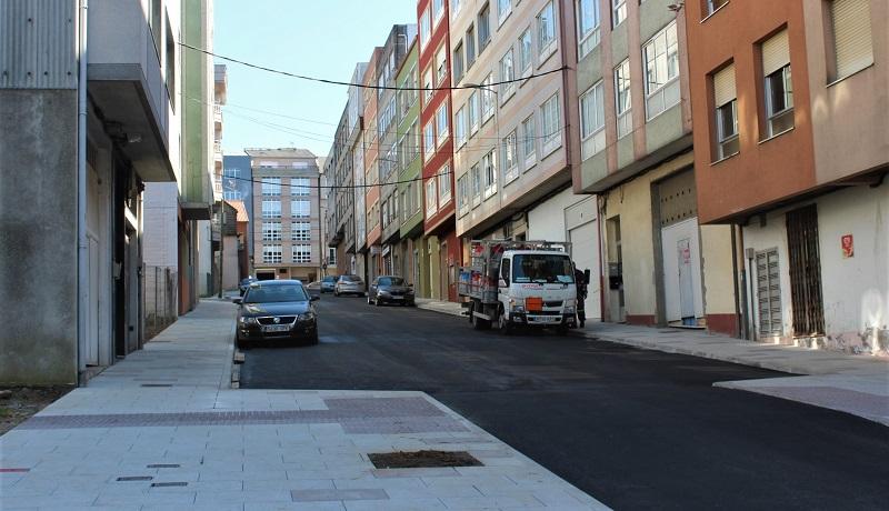 Na rúa Laracha, na que rematou hoxe o aglomerado do carril de circulación, tamén haberá árbores