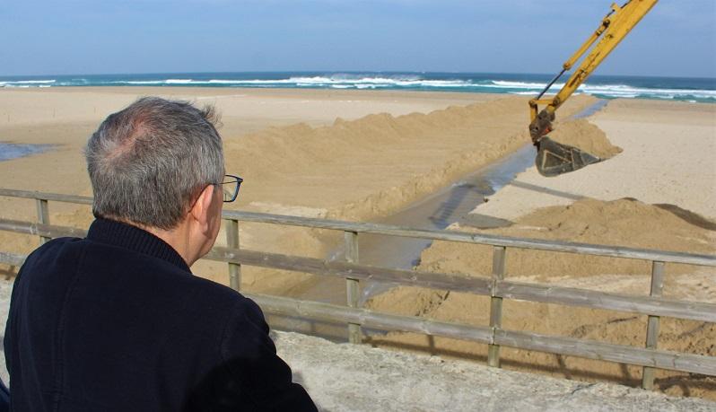 O alcalde achegouse a Baldaio para ver as obras