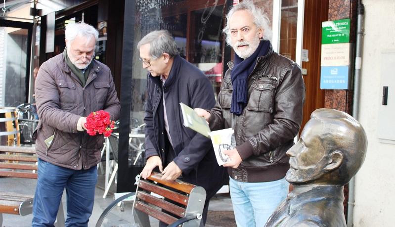 A homenaxe rematou cunha ofrenda floral