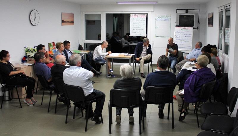 O Consello Parroquial de Noicela reuniuse este venres pola noite