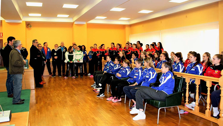 Catro seleccións disputan a fase de clasificación para o Europeo de balonmán feminino júnior en Carballo