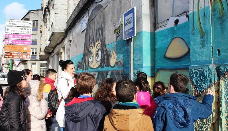 Alumnado do CEIP Bergantiños fixo a ruta dos murais esta semana