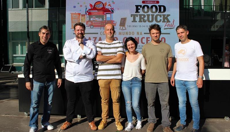 O concelleiro Iván Andrade cos cociñeiros