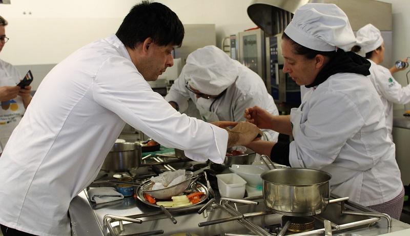 O cociñeiro José Antonio Mallón asesorou ao alumnado